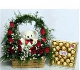 Teddy basket with ferro Rocher