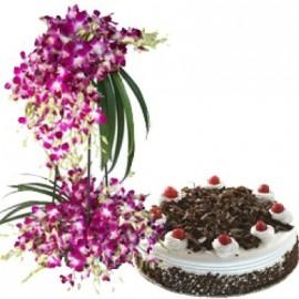 Royal Lily love cake